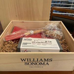 Williams Sonoma Christmas Cookie Maker Crate